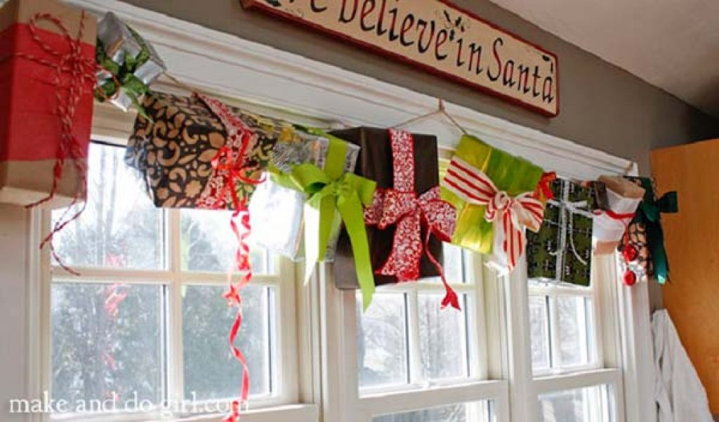 Gift hanging idea for Christmas window decorations