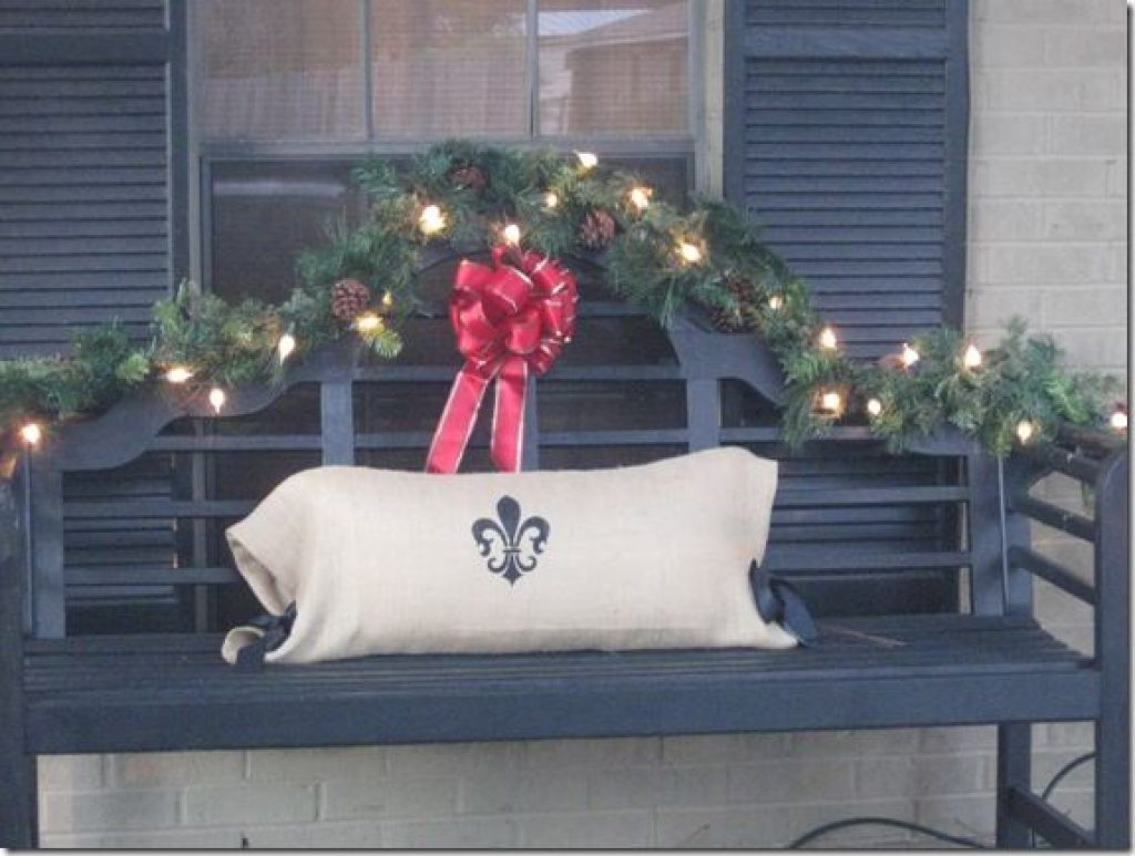 Warm Outdoor ideas for Christmas decorations outside