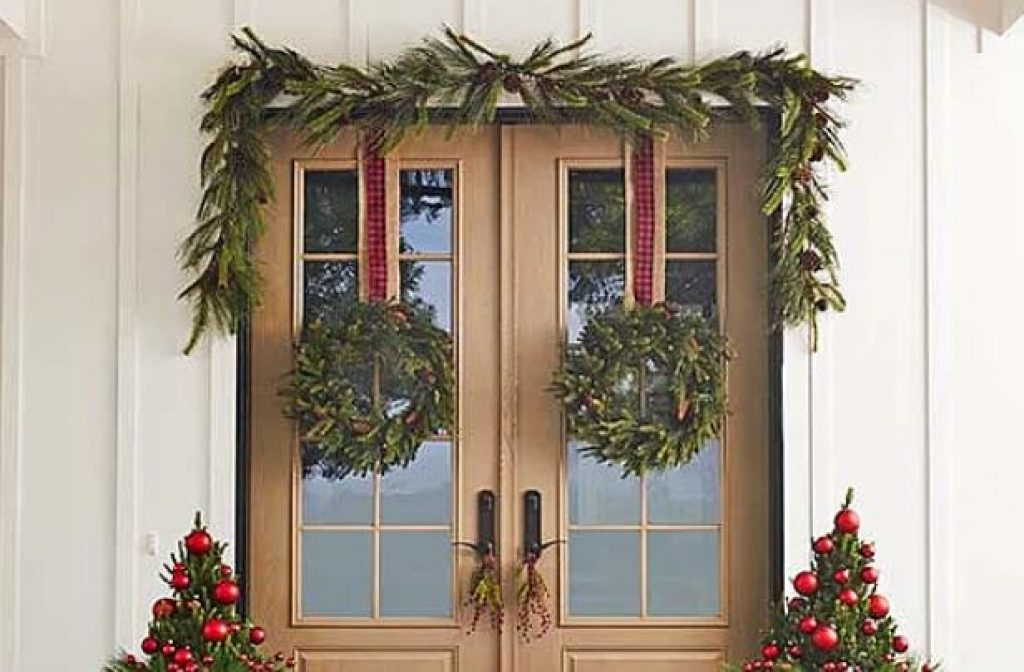 Wreath door ideas for Christmas decorations outside