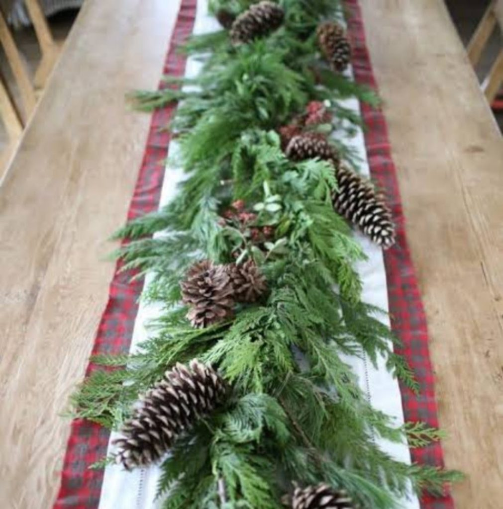 Garland Runner - Craft Ideas For Christmas Table Decorations