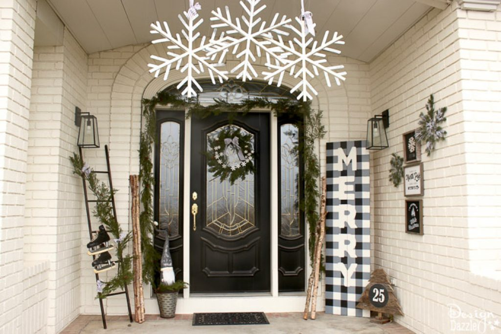 A Black and White ideas for Christmas decorations outside