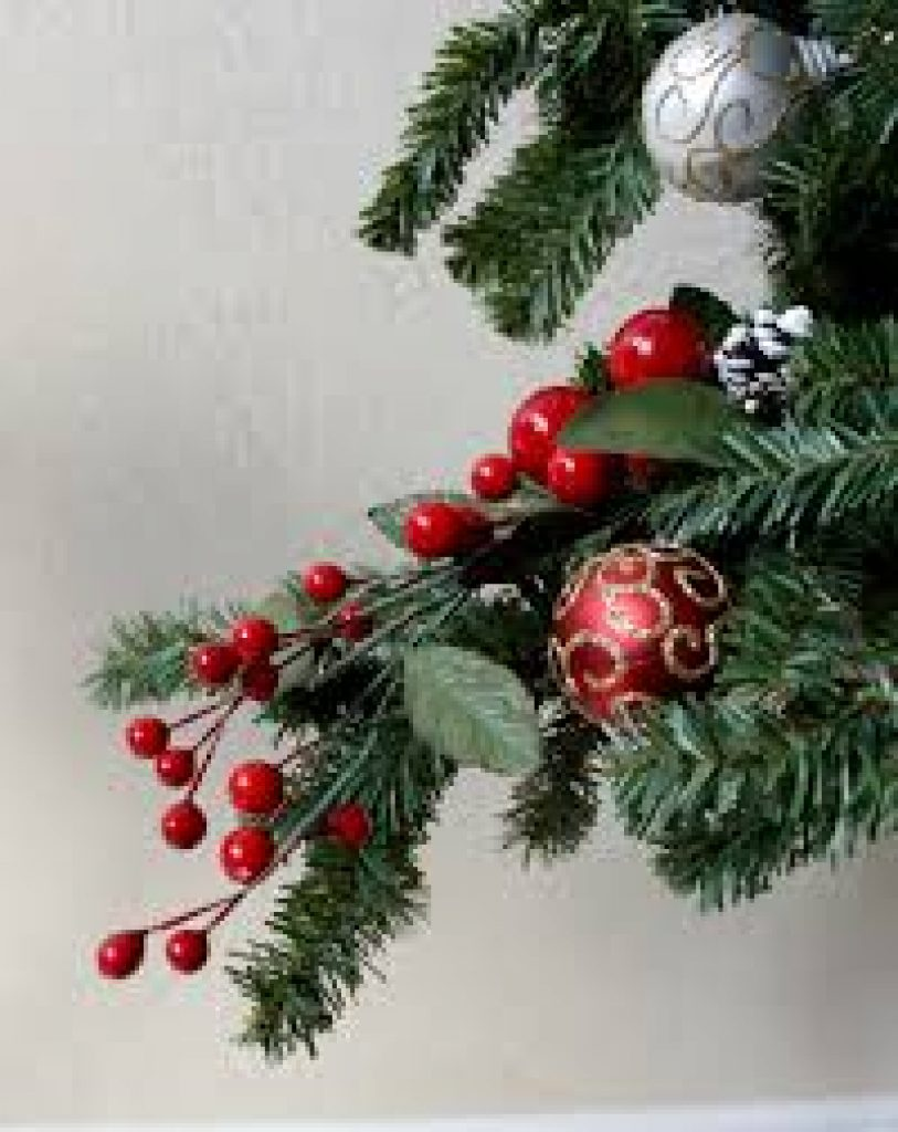 Festive DIY Christmas Berry Decorations to Brighten Your Home for the
