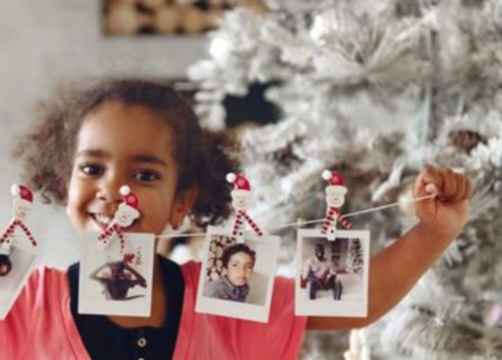 Hang children pictures - Christmas Party Decoration Ideas For Schools