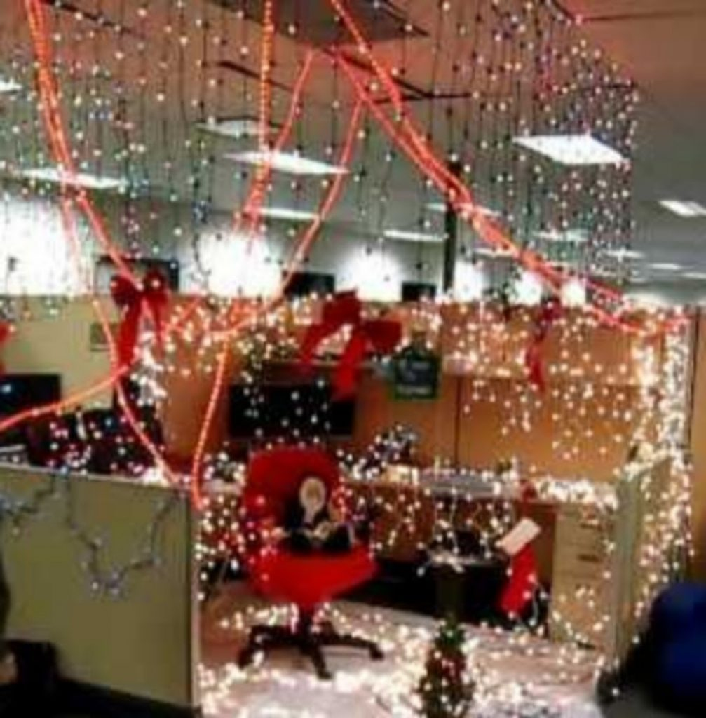 Light up the Workplace - Best Christmas Decoration Ideas for indoor Office