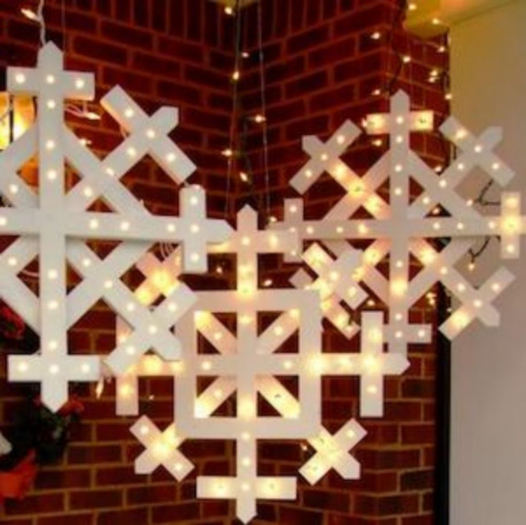 Wood Snowflakes with Lights - DIY Christmas Decorations Light