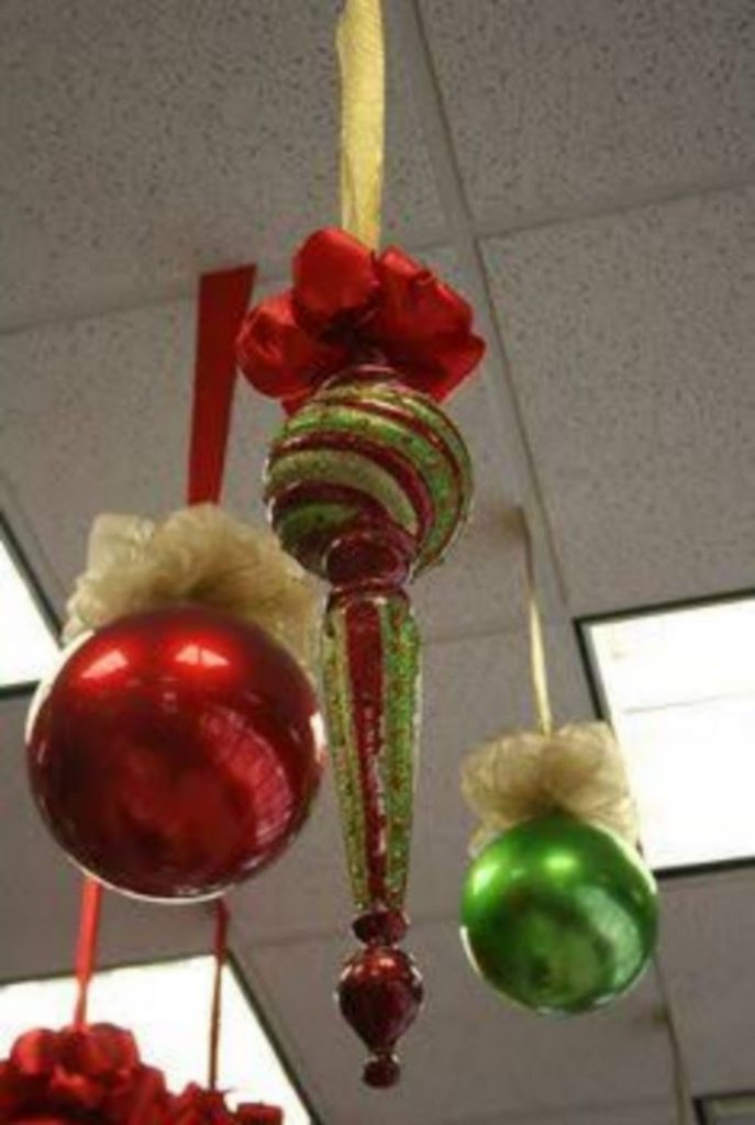 Decorate Your office with Christmas Ornaments
