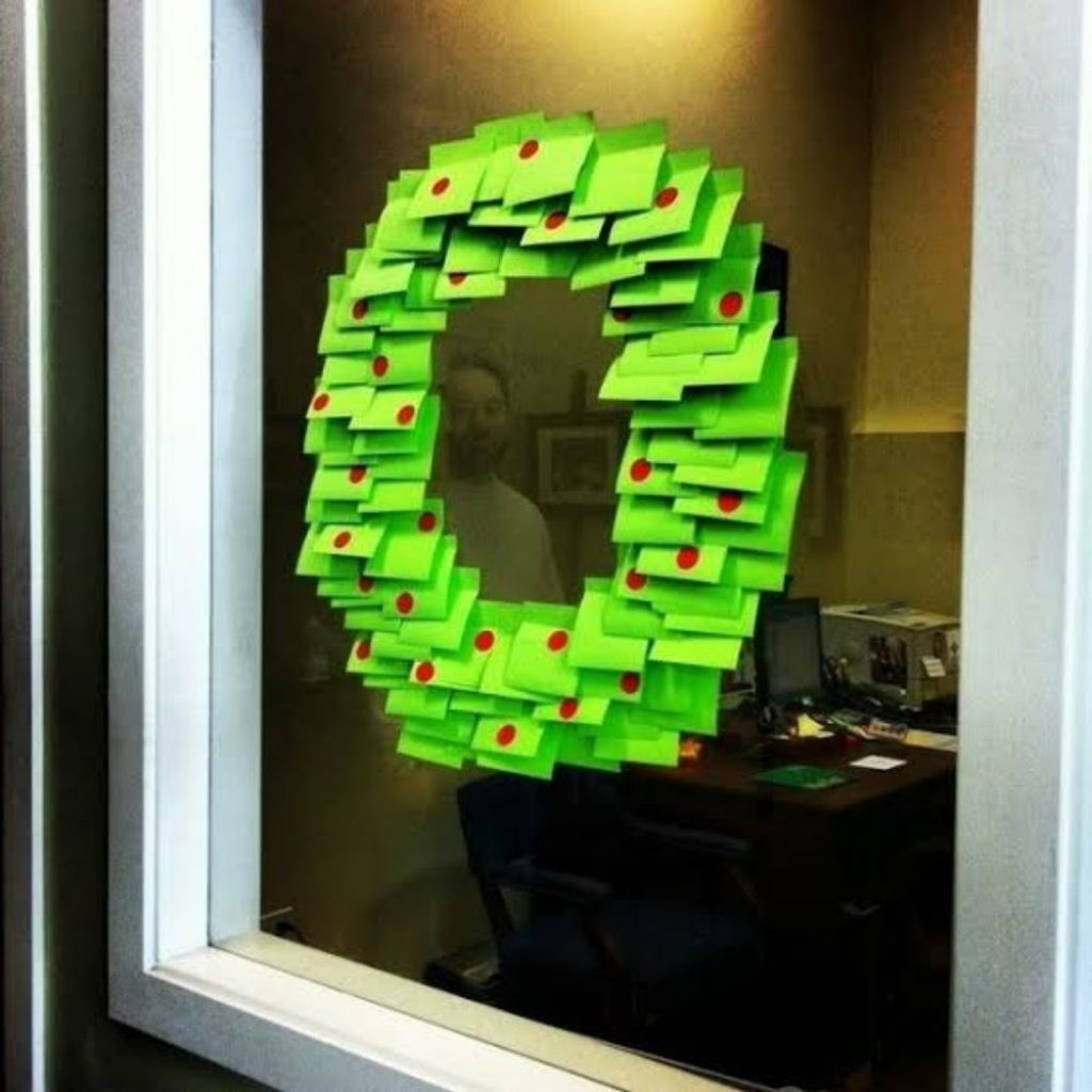 Make Wreath with Post-it Notes