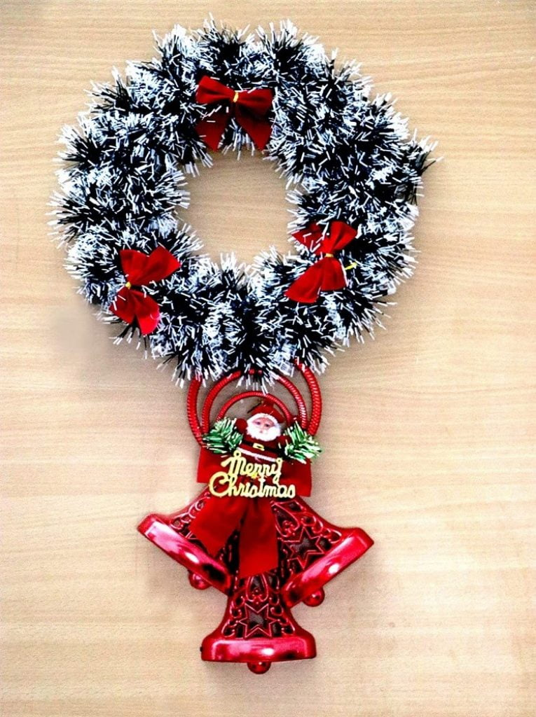 Wreath for front door - Christmas Decoration Items Names For Outdoors