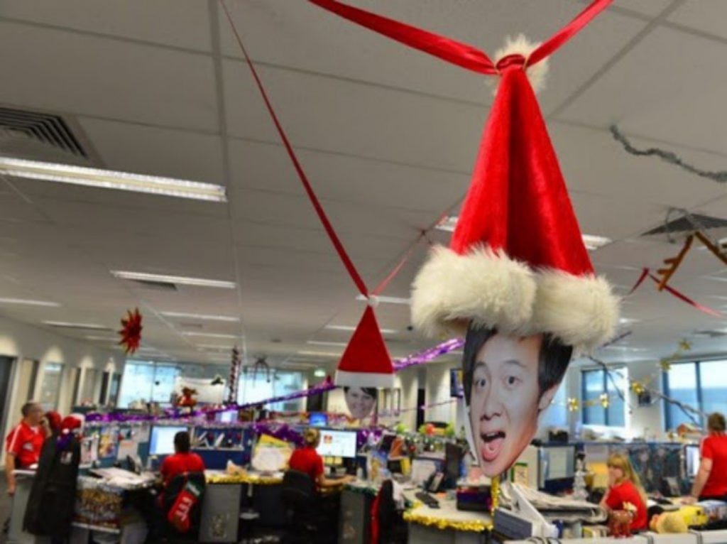 Hang Pictures of Employees - Christmas decorations indoor office