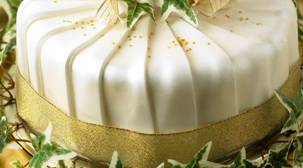 Pleated shimmer Christmas cake